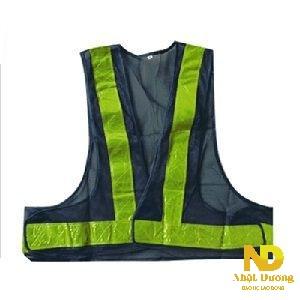 Áo phản quang chữ V Nhìn rõ ràng khi thiếu sáng, di chuyển linh hoạt, có thể gập gọn chiếc áo, để gọn trong balo hay túi xách.