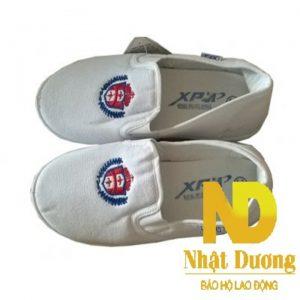 Giày bata trắng xp làm bằng vải bạt bền chắc, đế cao su chồng trơn trượt. Thiết kế nhẹ gọn, miếng lót êm ái thấm hút tốt.