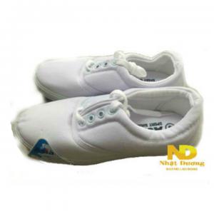Giày asia cột dây làm bằng vải bạt bền chắc, đế cao su chồng trơn trượt. Thiết kế nhẹ gọn, miếng lót êm ái thấm hút tốt dễ dàng vận động
